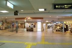阪急川西能勢口駅東改札口出て右