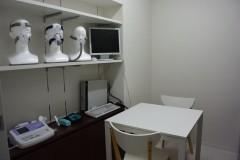 こちらの部屋ではCPAP指導他、光治療、栄養指導等も行います。